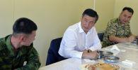 Президент Кыргызской Республики Сооронбай Жээнбеков пообедал вместе с пограничниками войсковой части 2022 Государственной погранслужбы КР в Баткенской области. 12 августа 2020 года