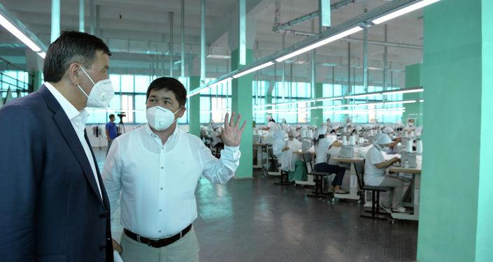 Президент Кыргызской Республики Сооронбай Жээнбеков ознакомился с деятельностью текстильной фабрики компании Cool bros в г. Кызыл-Кия Баткенской области. 12 августа 2020 года