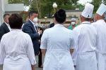 Президент Сооронбай Жээнбеков Жалал-Абад облусуна болгон сапарынын алкагында медициналык объектилердин иши менен таанышуу учурунда