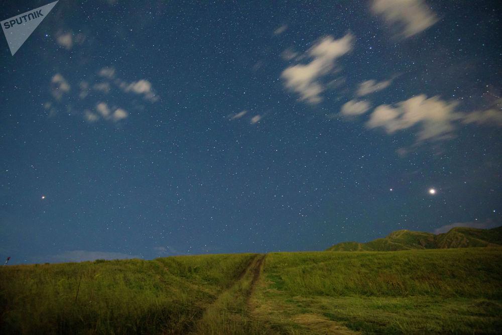 Мы нашли больше сотни эпитетов, которыми можно описать звездное небо над Бишкеком