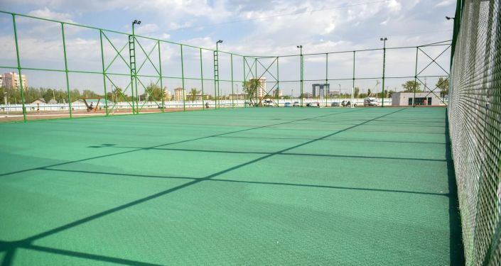 Футбольное поле в новом парке в южной части Бишкека