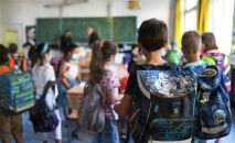 Школьники в классе. Архивное фото