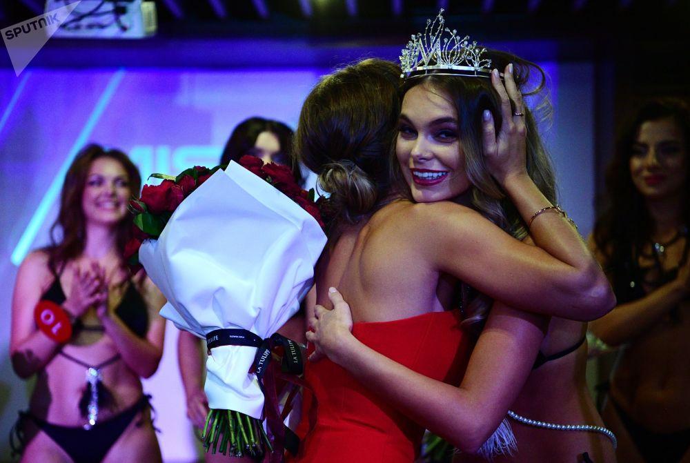Октябрина Максимова принимает поздравления