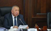 Премьер-министр КР Кубатбек Боронов в ходе обсуждения итогов социально-экономического развития страны за первое полугодие на внеочередном заседании Правительства