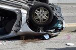 Перевернувшийся автомобиль после дорожно-транспортного происшествия. Иллюстративное фото