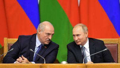 Архивное фото президента РФ Владимира Путина и президента Белоруссии Александра Лукашенко