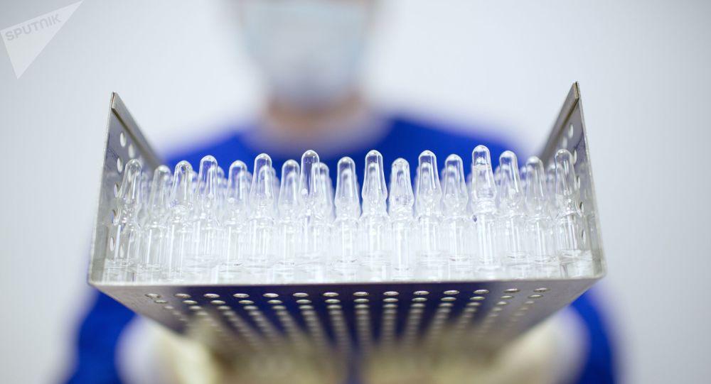 Производство вакцины от COVID-19. Архивное фото