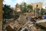 В столице Ливана Бейруте беспилотник пролетел сквозь здания, разрушенные мощным взрывом в порту города 4 августа. На кадрах видно, что во всех домах выбиты окна, уничтожены или повреждены тысячи строений.