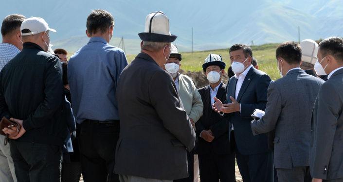 Президент Кыргызской Республики Сооронбай Жээнбеков в рамках рабочей поездки в Нарынскую область ознакомился с ходом реализации ирригационного проекта в Кочкорском районе. 19 августа 2020 года