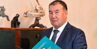 Председатель Государственной налоговой службы Кабыл Абдалиев в рабочем кабинете