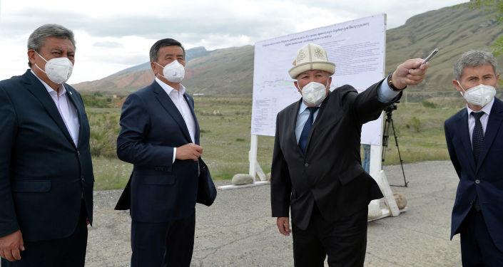 Президент Кыргызской Республики Сооронбай Жээнбеков ознакомился с проектом по строительству Куланакского канала, который позволит обеспечить 5 тыс. га земли регулярной поливной водой. 20 августа 2020 года
