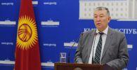 Заместитель министра здравоохранения КР Нурболот Усенбаев выступает на брифинге о ситуации с COVID-19 в Кыргызстане