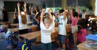 Германиядагы мектептердин биринин окуучулары. Архивдик сүрөт