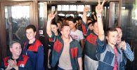 Рабочие Минского автомобильного завода на акции протеста в Минске. Архивное фото