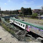 На севере Италии сошел с рельсов пригородный поезд, следовавший из Милана в Лекко. В результате аварии пострадали три человека.