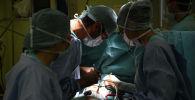 Операция на сердце в операционной. Архивное фото