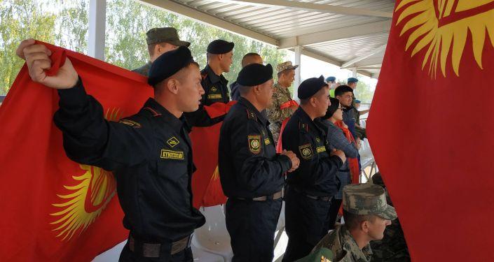 Болельщики из Кыргызстана на трибунах на танковом биатлоне в Алабино