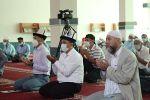 Оштогу мечиттердин бириндеги мусулмандар. Архивдик сүрөт