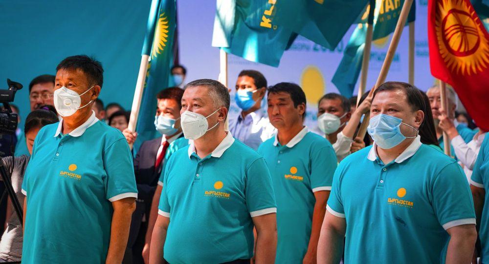 Члены политической партии Кыргызстан на съезде в городе Бишкек. Архивное фото