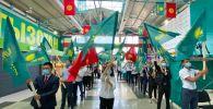 Кыргызстан партиясынын мүчөлөрү съезд учурунда