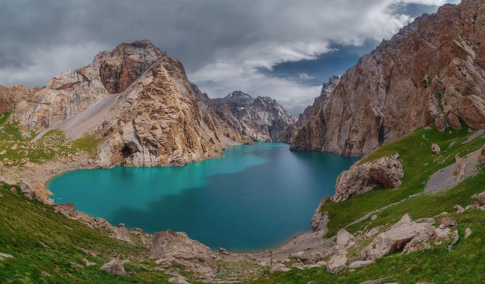 Көл-Суу Кыргызстандагы эң кооз тоо сууларынын бири болуп саналат