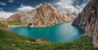 Горное озеро Кель-Суу в юго-восточной части Нарынской области