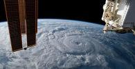 Кадры урагана Женевьева у тихоокеанского побережья Мексики