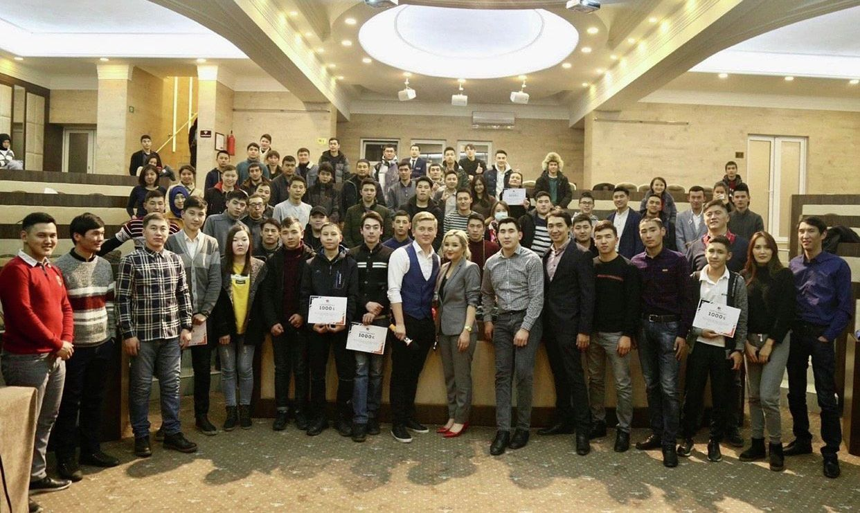 Директор академии по программированию Наргиза Жакыпова в крупномасштабном IT конференции в Бишкеке