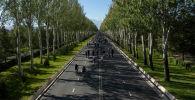В Бишкеке провели первый в 2020 году велопробег. Для участников выделили полосу и организовали сопровождение из патрульных машин и скорой.