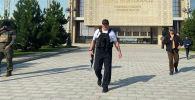Президент Белоруссии А. Лукашенко около своей резиденции в Минске. Дата съемки неизвестна. Изображение является раздаточным материалом, предоставлено третьей стороной. Только редакционное использование. Запрет на архивирование, коммерческое использование, рекламную кампанию. Максимально возможное качество.