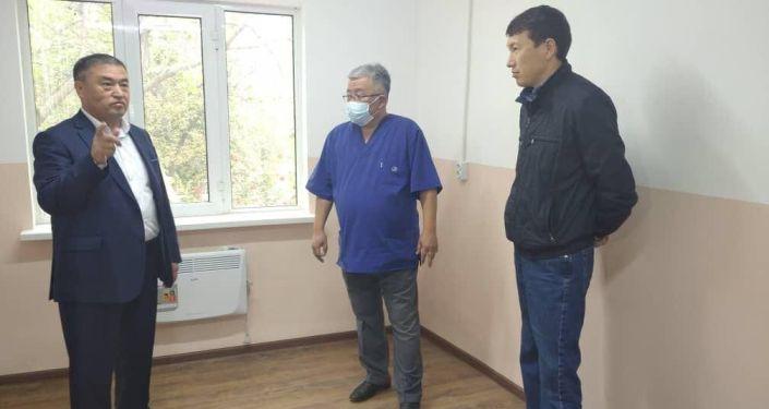 Осмотр инфекционной больницы Баткенской области после ремонта