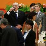 2017-жылдын май айында Пекинде өткөн форумда. Президенттин уулу Кытай менен өзгөчө мамиледе, ал жакта да аны Беларусиянын белгилүү адамы катары билишет