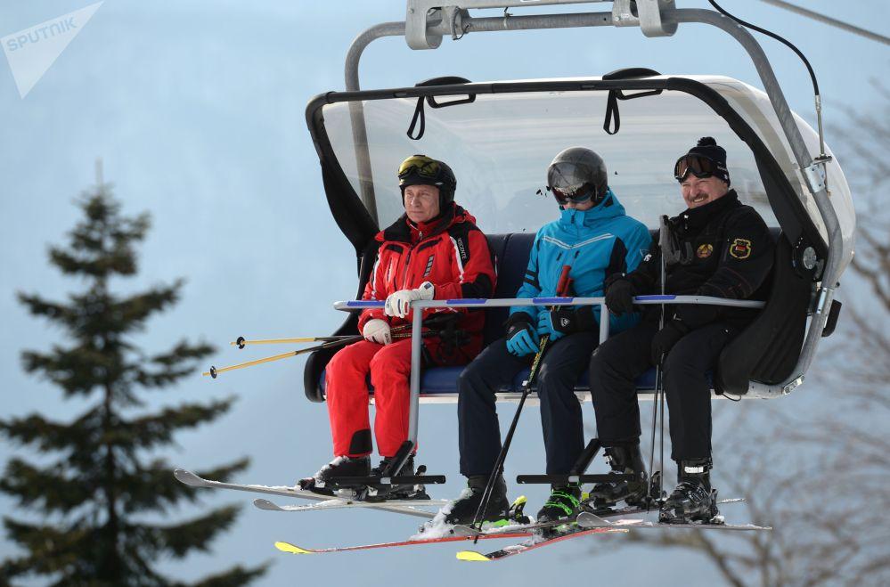 Атасы менен баласы Сочиге көп келишет. Былтыр Россиянын Президенти Владимир Путин менен лыжа тепкен
