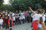 Sputnik Кыргызстан агенттиги Бишкекте алгачкы ирет мектеп босогосун аттаган балдарды видеого тартты.