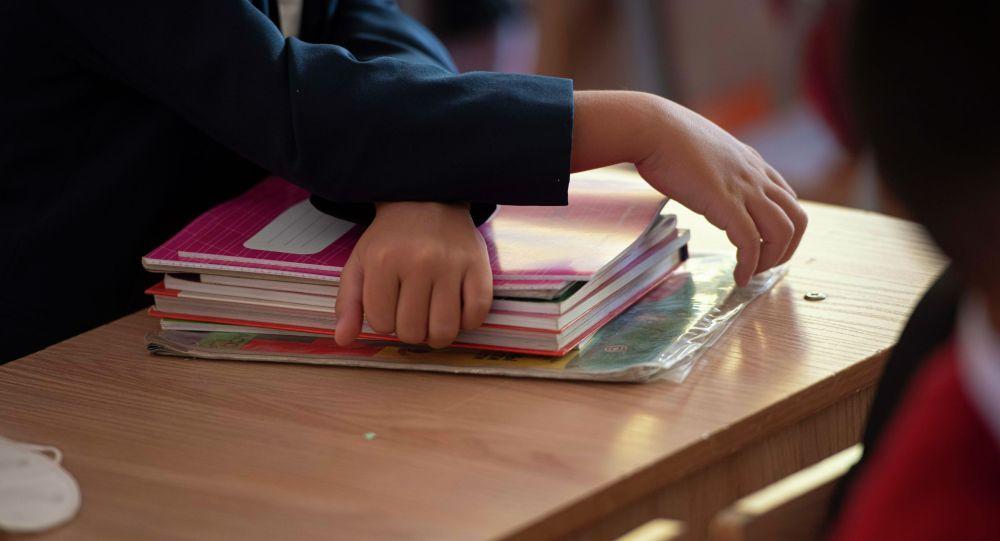 Первоклассники школы-гимназии №24 пришли на занятия впервые, после начала эпидемиологической ситуации связанной с COVID-19. 01 сентября 2020 года