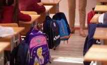 Ученики во время урока в школе. Архивное фото