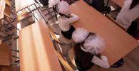 Школьники во время урока в школе. Архивное фото