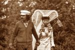 Режиссер Болот Шамшиев и актриса Айтурган Темирова во время съемок фильма Белый пароход в ущелье Чон-Жаргылчак в Иссык-Куле. 1974 год