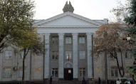 Фасад здания Центральной избирательной комиссии КР в Бишкеке. Архивное фото