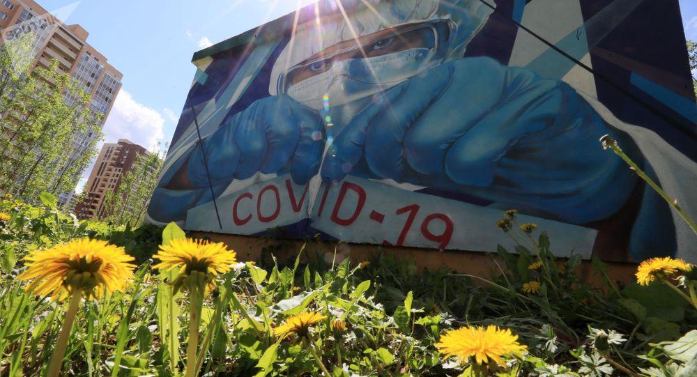 Граффити в поддержку врачей в борьбе с COVID-19. Архивное фото