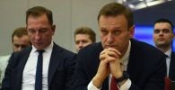 Российский протест-менеджерАлексей Навальный (справа). Архивное фото