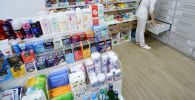 Презервативы на полке аптеки. Архивное фото