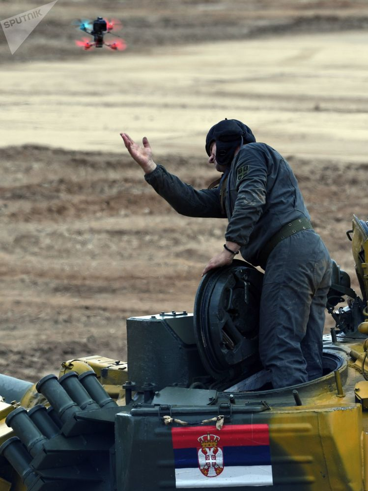 Член экипажа танка Т-72Б3 команды армии Сербии