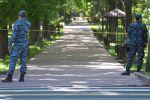 Укук коргоо органдарынын кызматкерлери Эркиндик бульварында турат. Архив