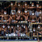Члены банды видны внутри камеры в тюрьме Кесальтепеке во время медиа-тура в Кесальтепеке, Сальвадор, 4 сентября 2020 года.