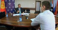 Председатель Национального банка КР Толкунбек Абдыгулов в интервью Sputnik Кыргызстан посоветовал не хранить накопления в одной валюте и дал полезные рекомендации.