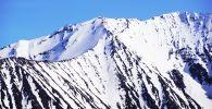 Заснеженные горы. Архивное фото