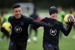 Англиянын футбол боюнча командасынын оюнчулары Фил Фоден менен Мейсон Гринвуд. Архивдик сурөт