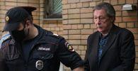 Актёра Михаила Ефремова выводят из здания Пресненского суда города Москвы после оглашения приговора по делу о ДТП со смертельным исходом.