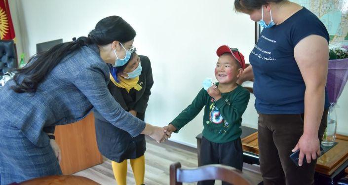 Мэрия столицы пригласила в гости 8-летнего Бишкека Табылдыева